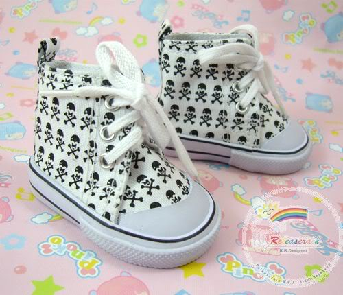 White Skull and Cross Bones Tennis Shoe